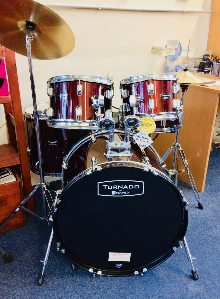 Picture of a Mapex Tornado starter drum kit